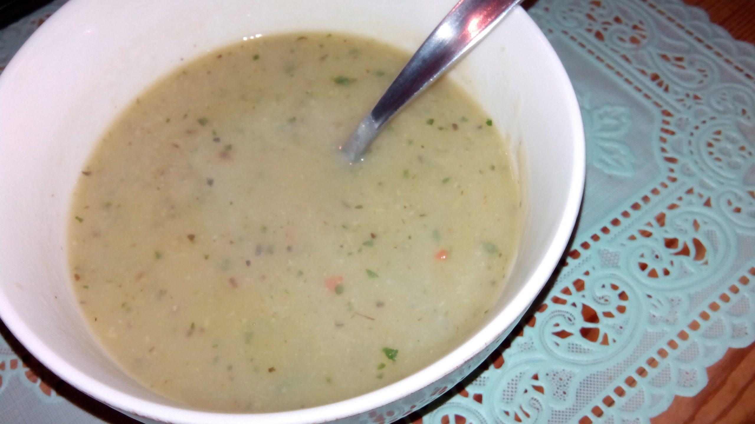 Courgette-venkel-basilicum soep met pastinaak