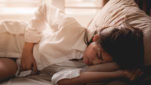 Hoe pak je PMS op een natuurlijke manier aan?